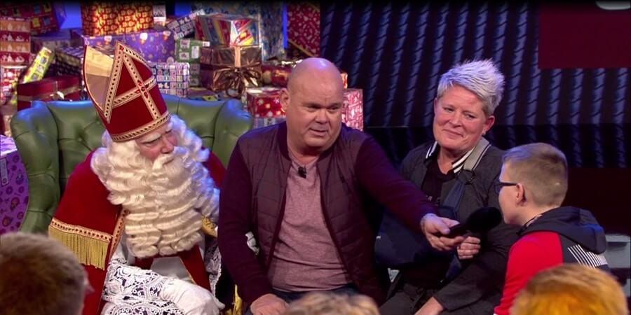 Oeps! Paul de Leeuw verklapt verrassing in sinterklaasshow