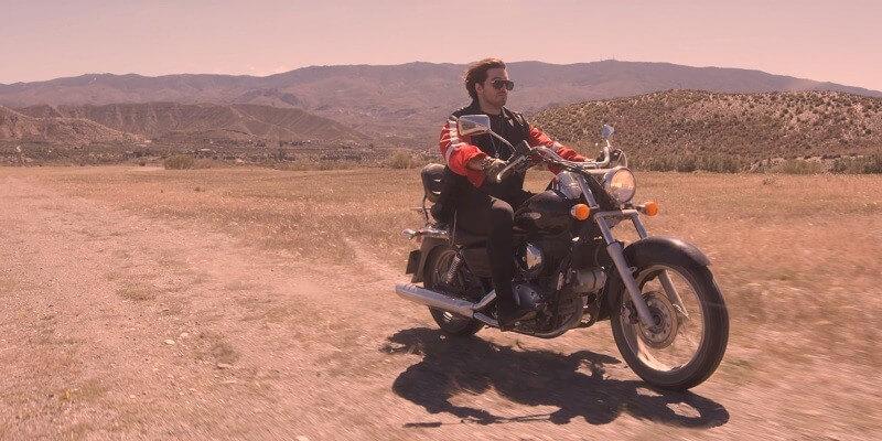 Waylon lanceert videoclip Outlaw in Em