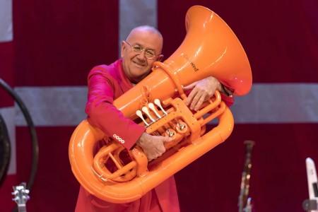 Kijktip: Hans Liberg strooit met muzikale humor op NPO 1