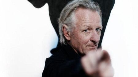 Cabaretier Jeroen van Merwijk annuleert tour door ziekte
