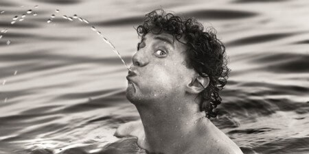 Jochem Myjer steunt fans met gedicht over onzekerheid