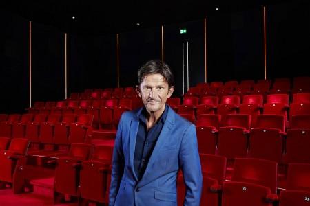Nieuwe tv-reeks Theater Maas blikt vooruit met André van Duin en Simone Kleinsma