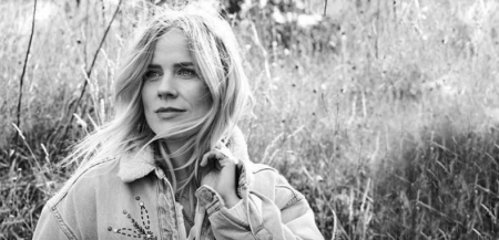 Ilse DeLange te zien in College Tour
