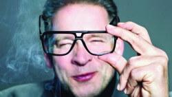 Erik van Muiswinkel - Buigt allen mee voor Drs. P - Foto Curly and Straight