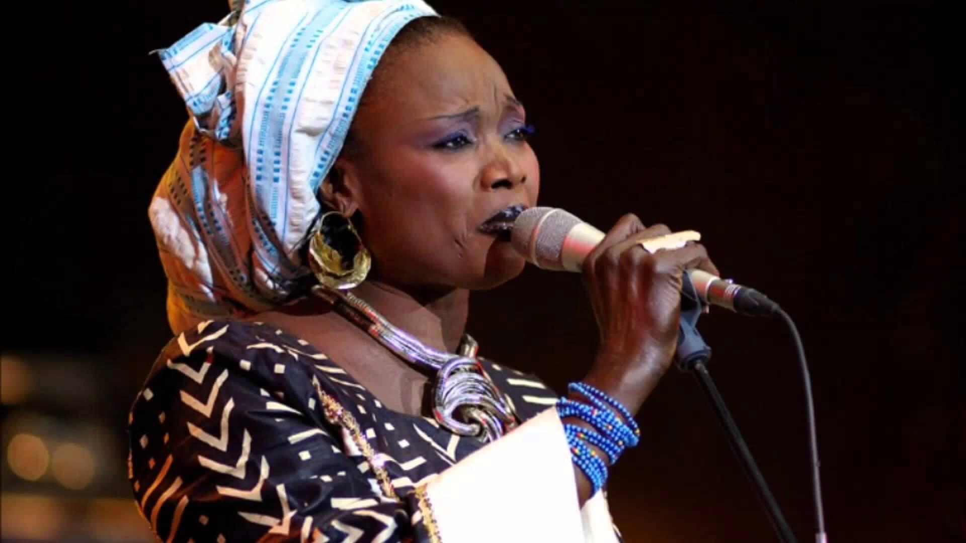 Oumou Sangaré: Mogoya Unplugged