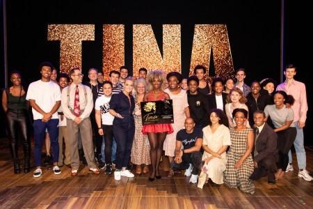Samantha Steenwijk verrast cast Tina Turner met castalbum