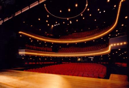 Geen bezoekerslimiet na 1 juli: theaters kunnen weer volledig open