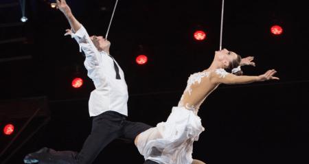 Circusartieste Kristina kan al een uur lopen